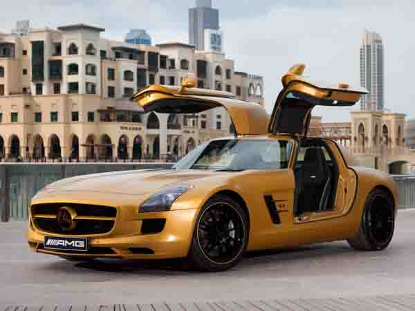 2010 Saw A U0027Desert Goldu0027 Edition Launched At The Dubai International Motor  Show In The Same Year. Featuring A Unique Coat Of Gold Paint, Blacked Out  Side ...