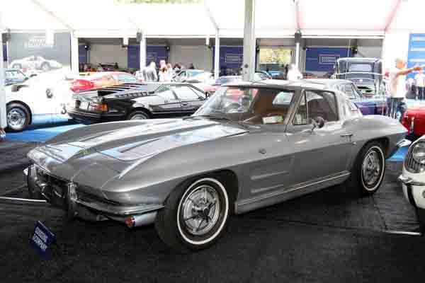 11 used chevrolet corvette for sale in dubai uae for 1964 split window corvette
